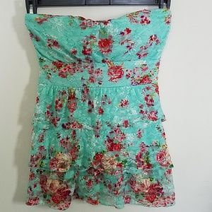 Almost Famous floral layered strapless top